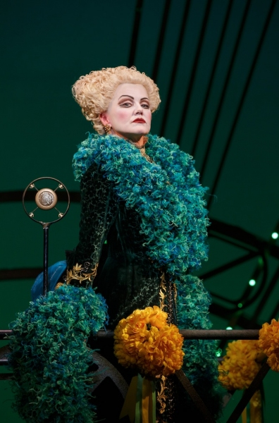 Photo Flash: First Look at Nick Adams, Emma Hunton & Gina Beck in WICKED National Tour!