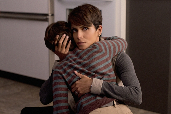 ''Extinct'' -- EXTANT: CBSÃ�¿�¢Ã�¿�Â�¿�Ã�¿�Â�¿�s new summer series EXTANT is a mystery thriller starring Academy Award-winner Halle Berry as Ã�¿�¢Ã�¿�Â�¿�Ã�¿�Â�¿�Molly Woods,Ã�¿�¢Ã�¿�Â�¿�Ã�¿�Â�¿�  a female astronaut trying to recon