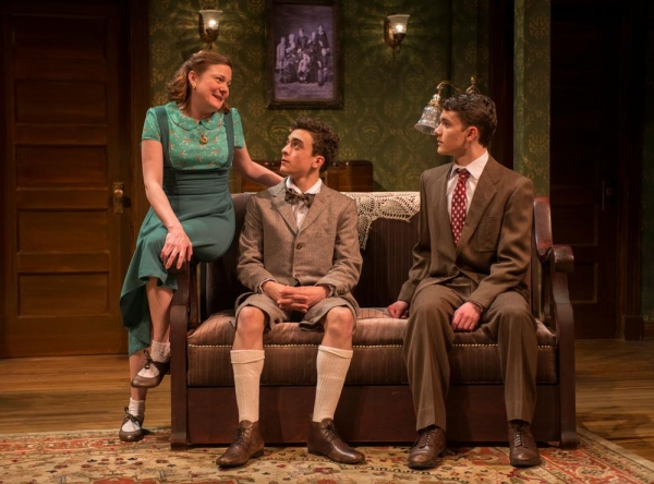 Photo Flash: First Look at Northlight's LOST IN YONKERS, Opening Tonight