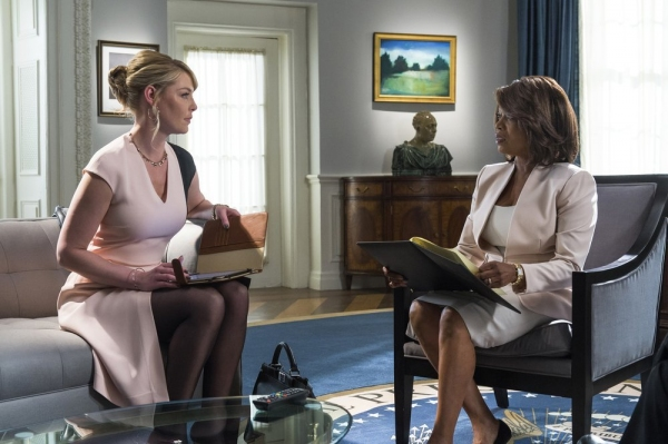STATE OF AFFAIRS -- ''Pilot'' -- Pictured: (l-r) Katherine Heigl as Charleston Tucker, Alfrie Woodard as President Constance Payton -- (Photo by: Michael Parmelee/NBC)