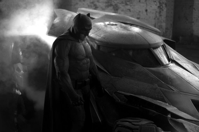 Director Zack Snyder Tweets First Look at Ben Affleck as BATMAN!