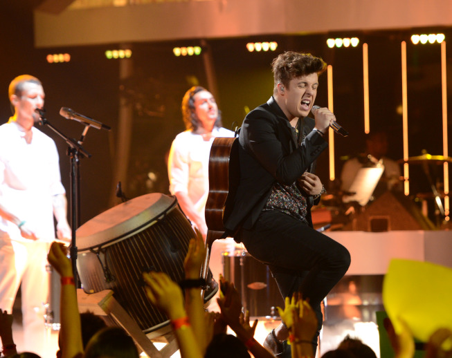 AMERICAN IDOL Recap: Hemorrhaging, Raging, and 'Defying Gravity' for IDOL's Top-3 (updated w/ photos)
