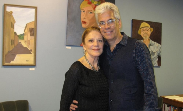 Photo Flash: Linda Lavin and Husband Steve Bakunas at FACES & PLACES Art Exhibit in SoHo