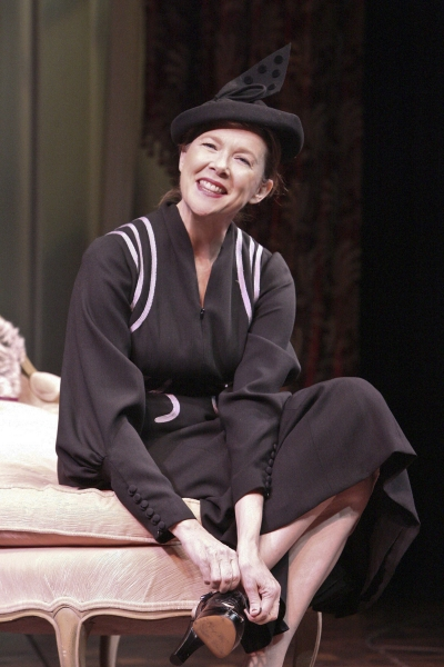 Photo Flash: First Look at Annette Bening in RUTH DRAPER'S MONOLOGUES at Geffen Playhouse