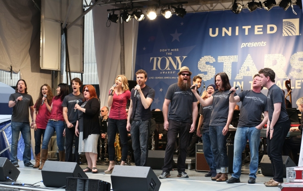 Photo Coverage: Broadway Unites! Casts of BEAUTIFUL, ROCKY, CABARET & More Perform at STARS IN THE ALLEY
