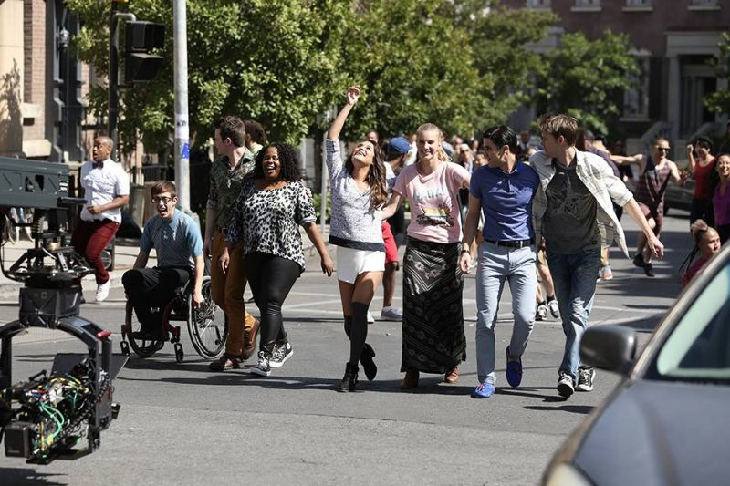 Behind The Scenes Of GLEE S5 Finale With Lea Michele, Darren Criss & More