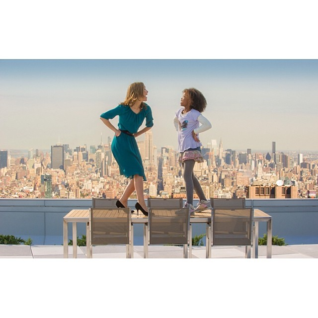 Quvenzhane Wallis & Rose Byrne In New ANNIE Sneak Peek