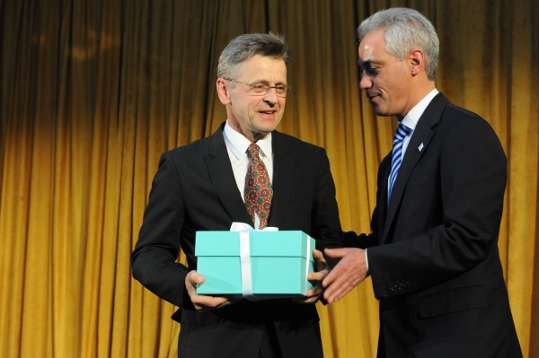 Chicago Mayor Rahm Emanuel presents Mikhail Baryshikov with Hubbard Street's Spotlight Award