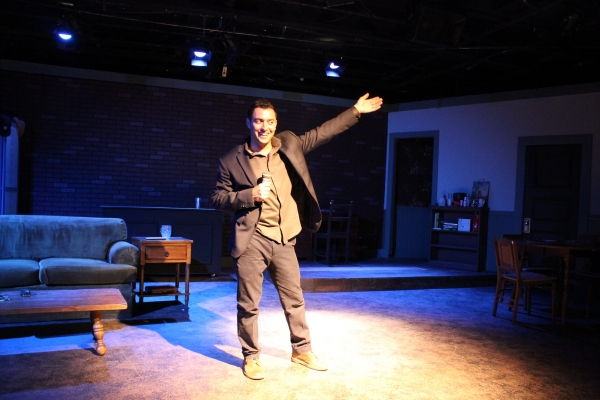 BWW Reviews: World Premiere Comedy AGAINST THE WALL Looks Inside the Lives of Stand-Up Comics