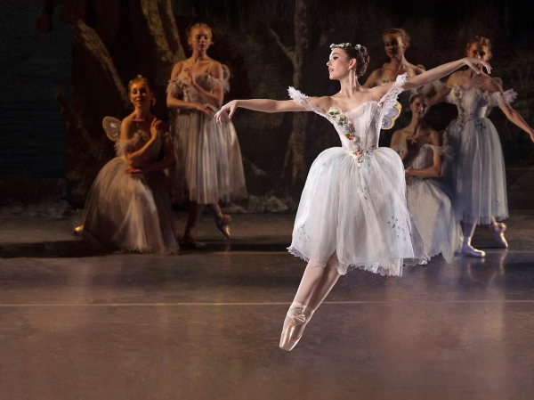 BWW Reviews: Los Angeles Ballet Presents LA SYLPHIDE plus George Balanchine's SERENADE