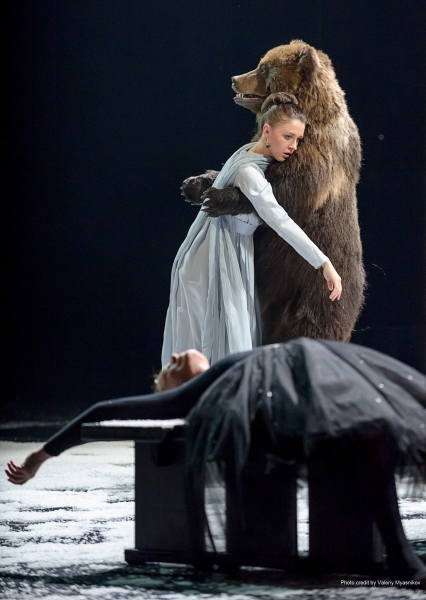 BWW Reviews: Tuminas' EUGENE ONEGIN Keeps You On Your Toes