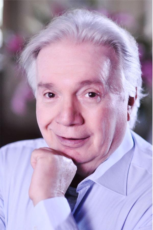 Gino Landi, il cui vero nome è Luigi Gregori, nasce nel 1933 sul palcoscenico del Dal Verme di Milano, teatro nel quale i suoi genitori si esibiscono in uno ... - 292365_431484300227408_1276126318_n