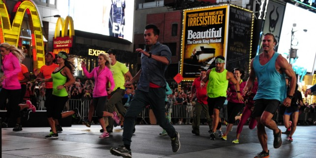 Photo: 25th Season of THE AMAZING RACE Kicks Off From NYC's Times Square
