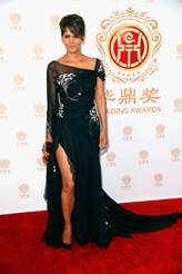 Photo Flash: Halle Berry, Orlando Bloom & More Honored at China's HUADING FILM AWARDS