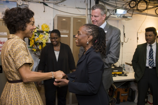 Photo Flash: Mayor Bill de Blasio and First Lady Chirlane McCray Visit A RAISIN IN THE SUN