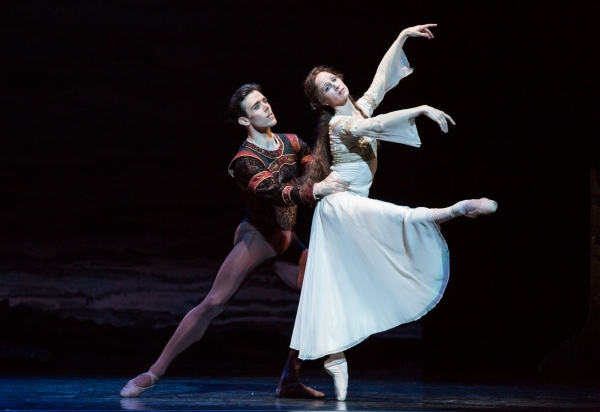BWW Reviews: Houston Ballet's SWAN LAKE is Beautiful