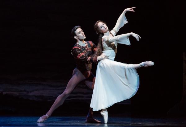 BWW Reviews: Houston Ballet's SWAN LAKE is Beautiful