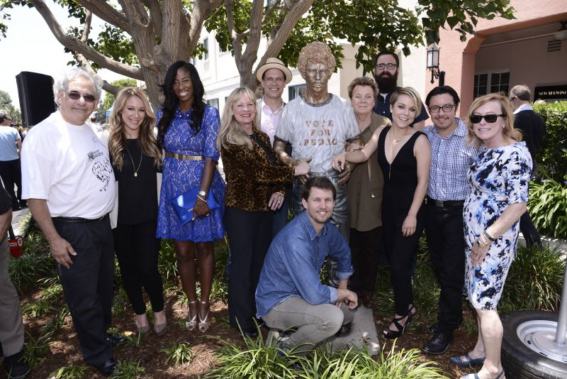 Photo: Cast of NAPOLEON DYNAMITE Reunite for 10-Year Anniversary Statue Unveiling