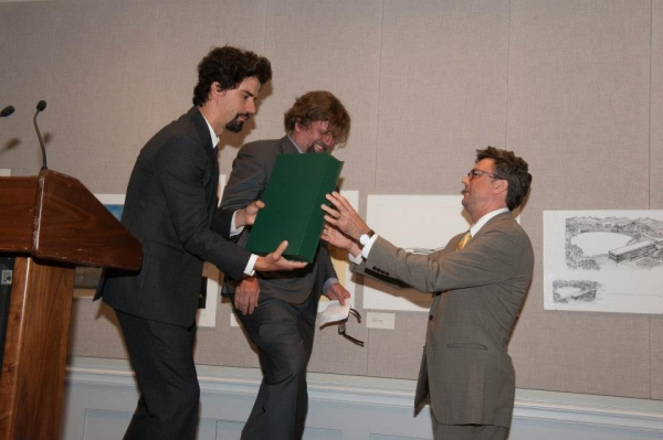 Oskar Eustis - Artistic Director of the Public Theater gives The Linda Gross Playing Shakespeare Award to Hamish Linklater