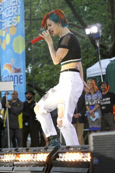Photos & Video: Paramore Performs 'Ain't It Fun' on GMA