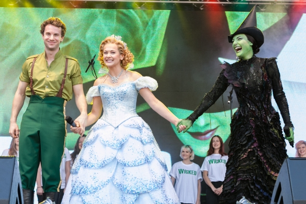 The Cast of Wicked Savannah Stevenson & Willemijn Verkaik & Jeremy Taylor Photo