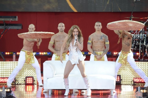 Photo Flash: Jennifer Lopez Performs on GMA Summer Concert Series