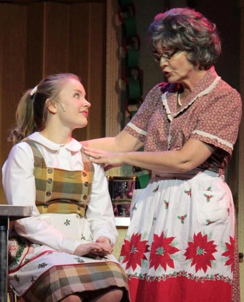 Hillary Smith as Beverly and Licia Watson as Vivian