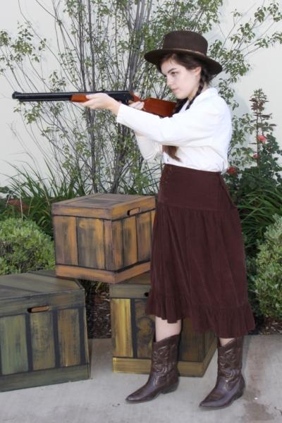 Mindy Truman (age, 17; Gardena, CA) as Annie Oakley