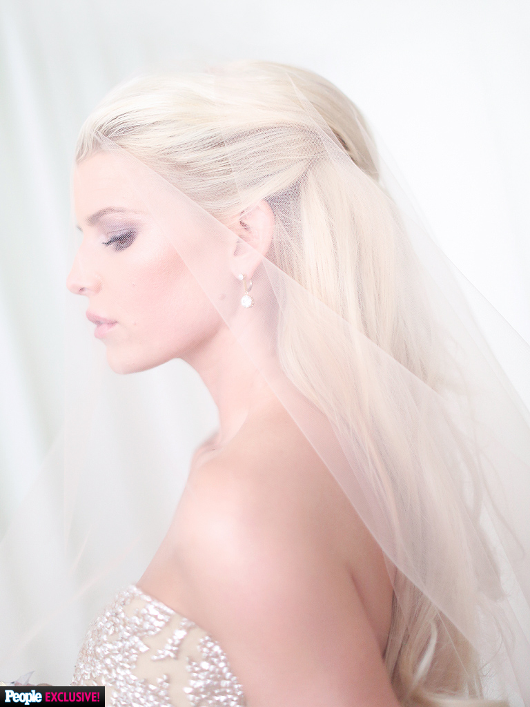 Jessica Simpson Weds Eric Johnson; Check Out First Official Photo!