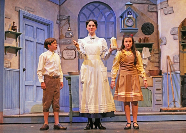 Nolan Lyons (Michael Banks), Gail Bennett (Mary Poppins) and Alison Cordaro (Jane Banks) sing ''A Spoonful of Sugar''