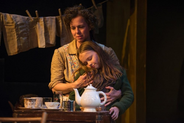 Photo Flash: Griffin Theatre's MEN SHOULD WEEP, Now Playing Through 8/10