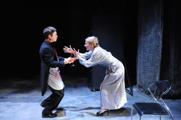 David Barlow as Hamlet and Pamela J. Gray as Gertrude