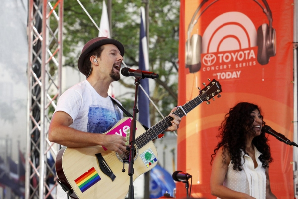 Photo Flash: Jason Mraz Rocks TODAY Show Plaza on NBC