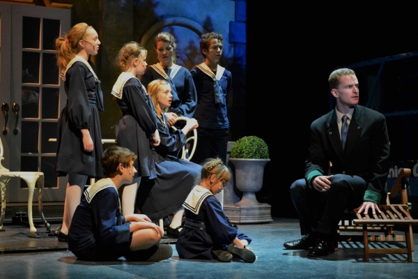 Robert Teasdale and cast of THE SOUND OF MUSIC