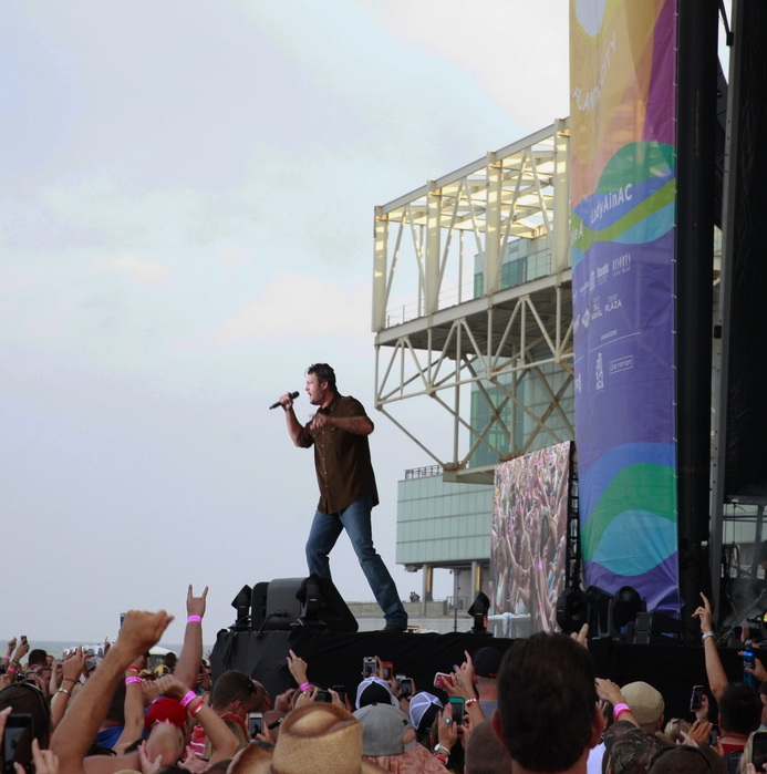 Photo: Country Superstar Blake Shelton Rocks The Atlantic City Beach