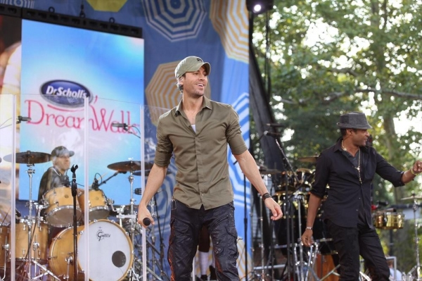 Photo Flash: Enrique Iglesias Performs on GMA's Summer Concert Series