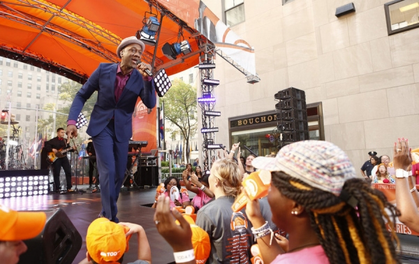 Photo Flash: Aloe Blacc Rocks the Plaza on NBC's TODAY