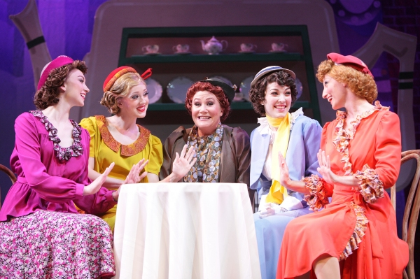 Colorful 1930s show veterans introduce newcomer Peggy Sawyer to Broadway traditions a Photo