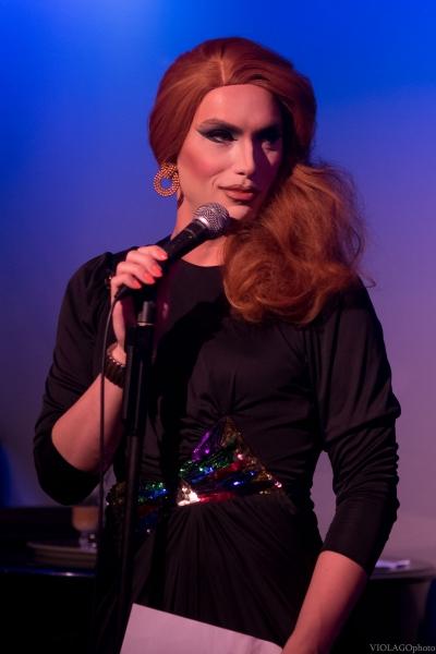Elizabeth James Photo