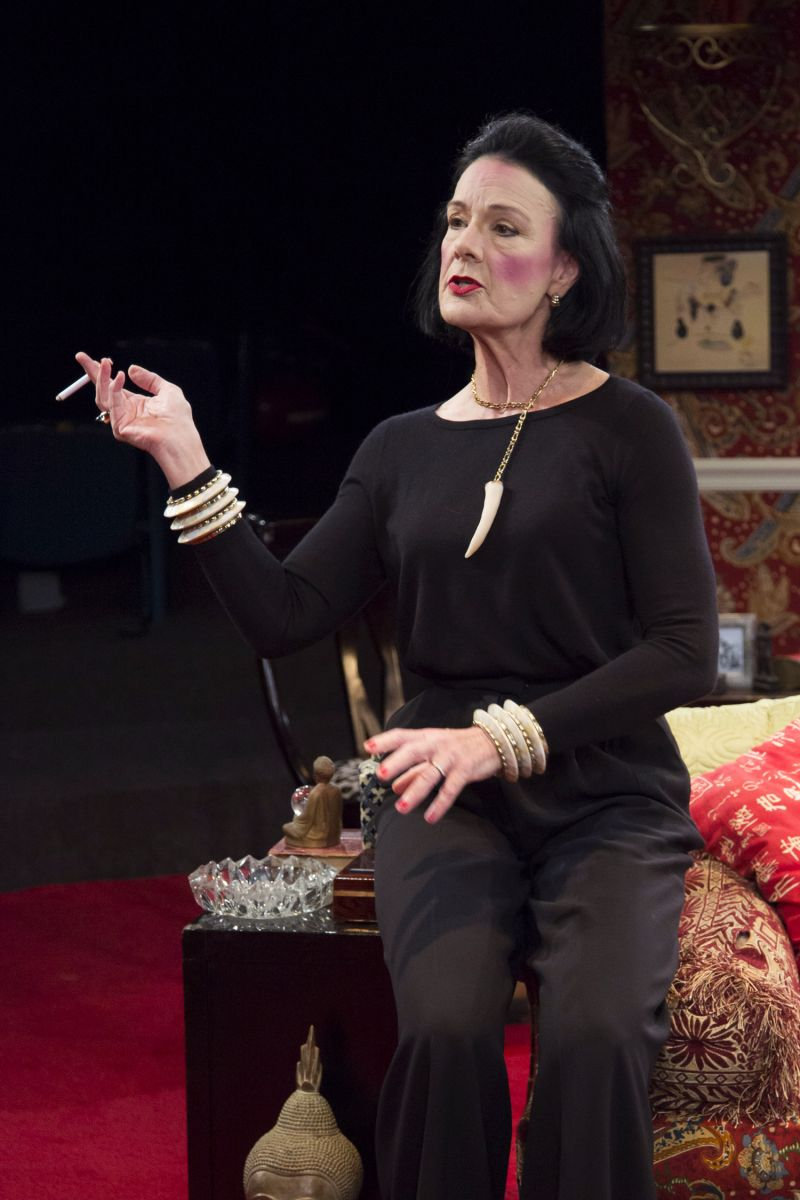 BWW Reviews: Sally Edmundson Channels A Fashionable Legend in FULL GALLOP