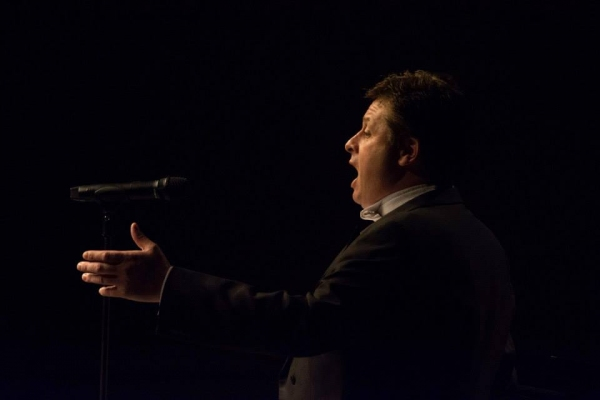 Photo Flash: Anthony Kearns Performs in Sacramento