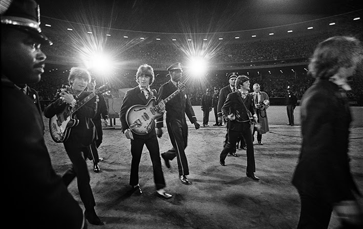 Paul McCartney Unveils Never Before Released BEATLES Photos at Historic Concert