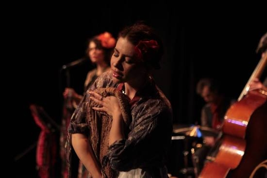 BWW Reviews: In LOST IN LVOV, Sandy Simona Shares Her Russian-Jewish Immigrant Family Stories Through Music, Dance, and Love
