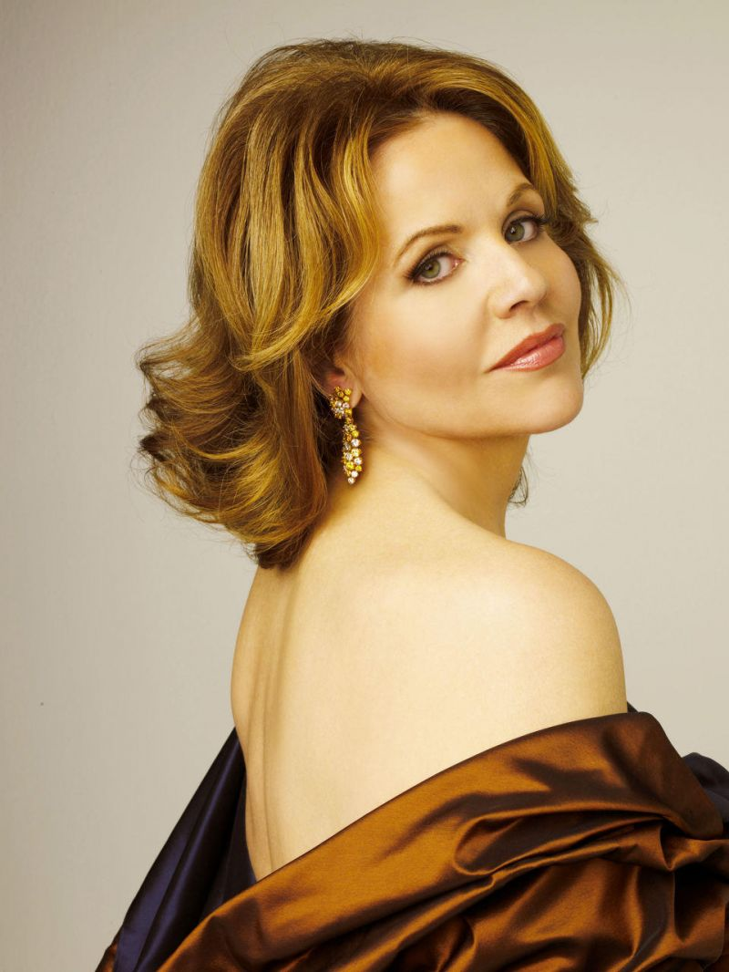 Renee Fleming 's CHRISTMAS IN NEW YORK is released today, October 14.