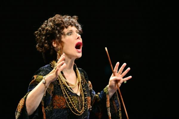 Barbara Robertson as Dilly