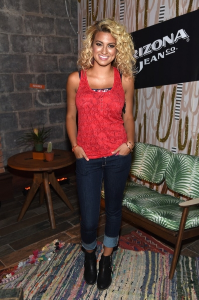 Photo Flash Tori Kelly And Alex Amp Sierra Perform At