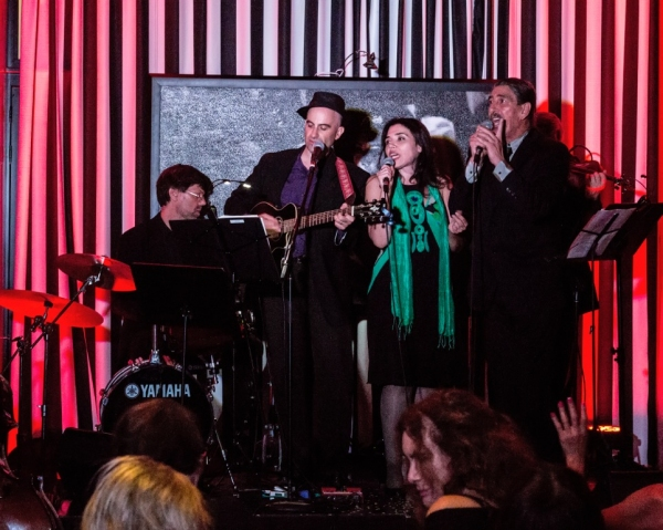 BWW Reviews: AUTOUR DU MONDE by Paris Chansons Celebrates Joyous Music From Many Countries