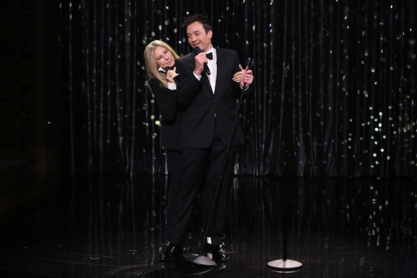 THE TONIGHT SHOW STARRING JIMMY FALLON -- Episode 0124 -- Pictured: (l-r) Host Jimmy Fallon and Barbra Streisand sing a duet on September 15, 2014 -- (Photo by: Douglas Gorenstein/NBC)