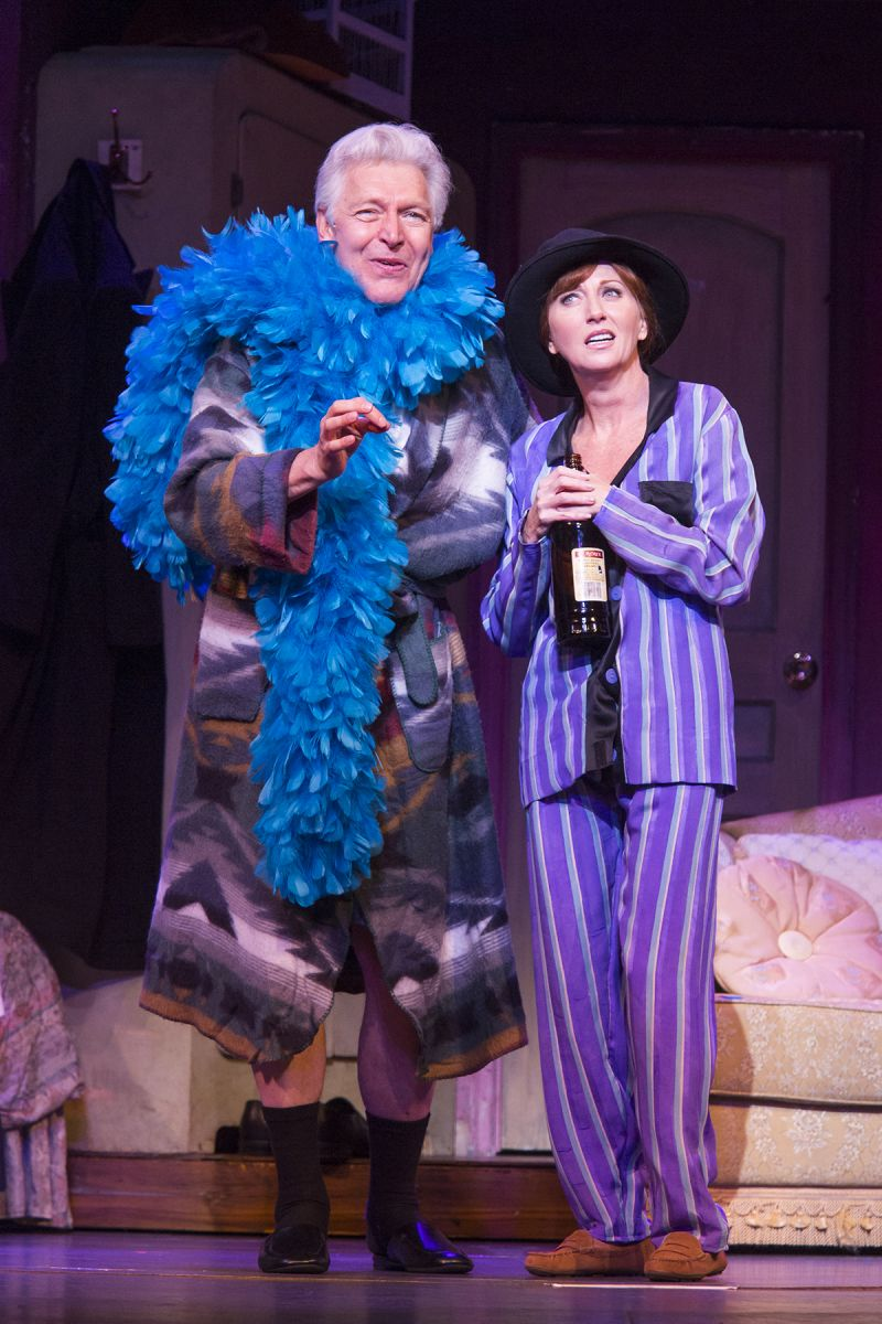 Bww Reviews It S A Hit Tuts Victor Victoria Is A