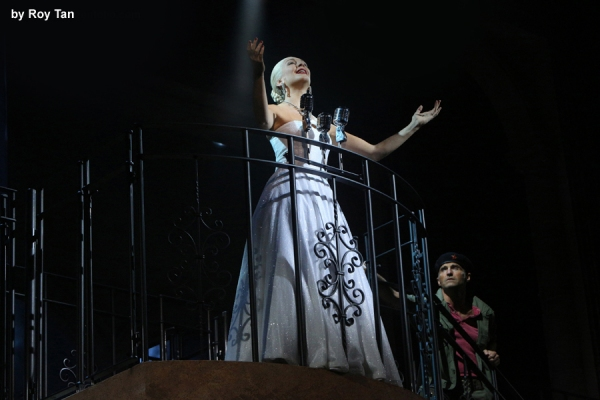 Madalena Alberto as Evita